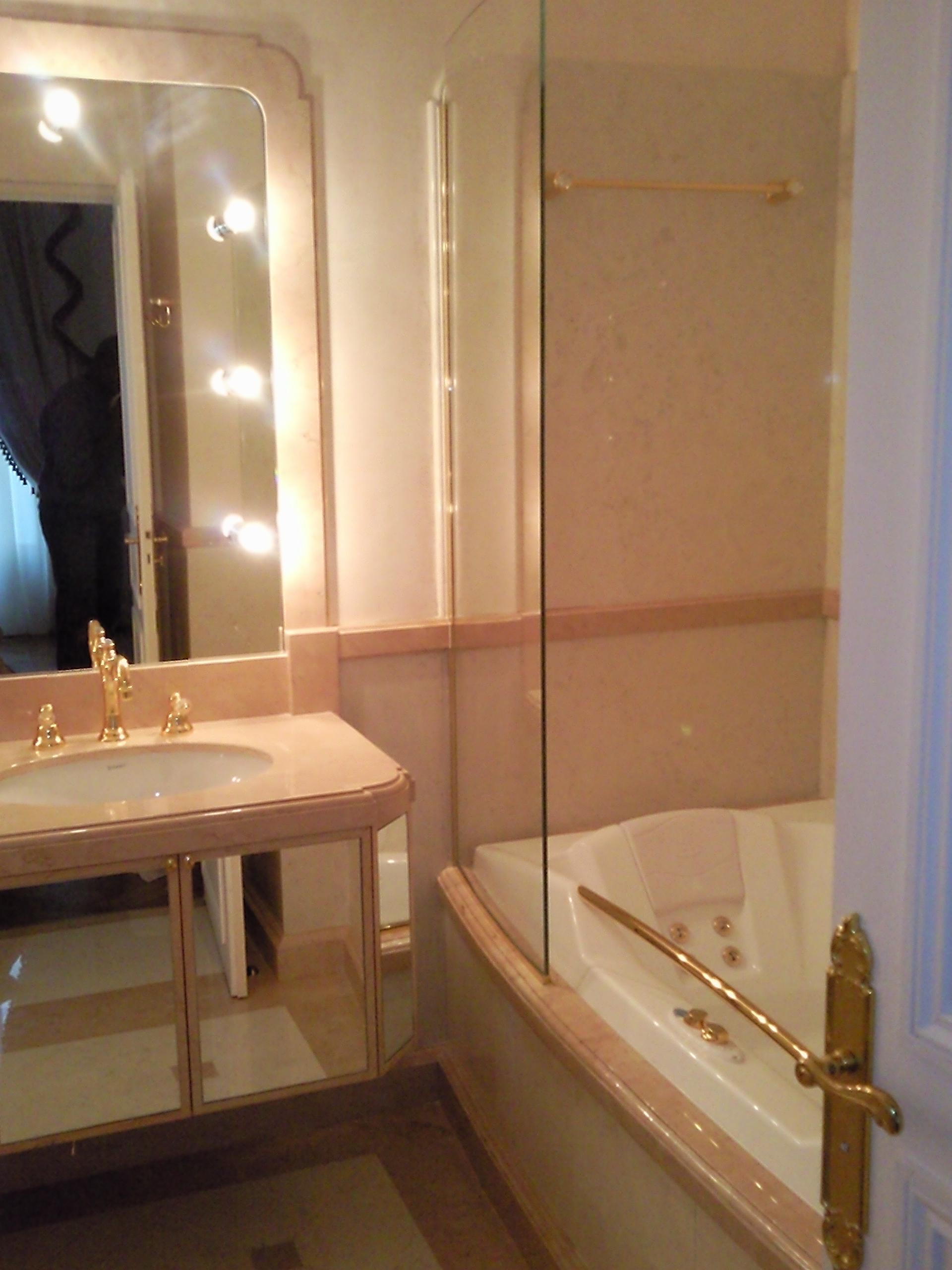 pare douche salles de bains miroiterie. Black Bedroom Furniture Sets. Home Design Ideas